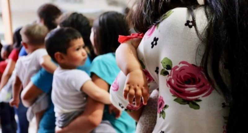 Central-American-Women-and-their-children-1-800x430